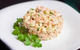 Салат с горбушей и крабовыми палочками