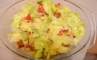 Салат цезарь с креветками и семгой