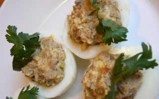 Печень трески с яйцом