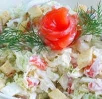 Салат с рыбой и сухариками