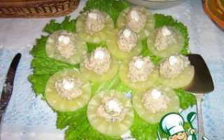 Салат с ананасами и рыбой