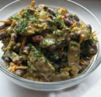 Салат из печени трески с фасолью