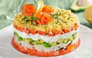 Салат с икрой и красной рыбой и креветками