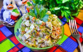 Салат из сайры и соленых огурцов