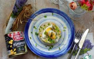 Салат с кукурузой и печенью трески